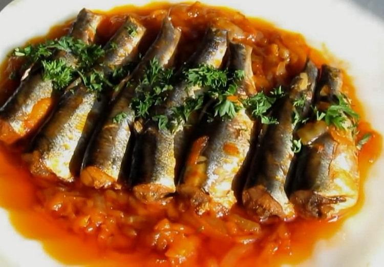 Салака с овощами в томатном соусе - бюджетный и вкусный рецепт приготовления