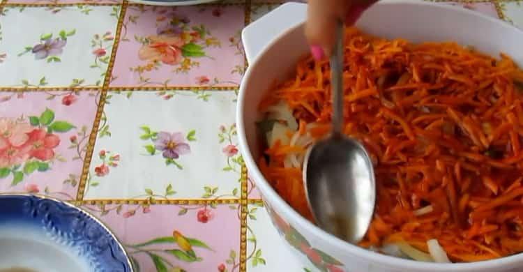 Для приготовления салаки по простому рецепту, выложите ингредиенты