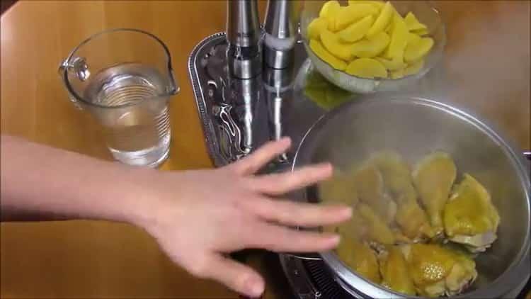 Для приготовления слоеного хинкали, обжарьте мясо