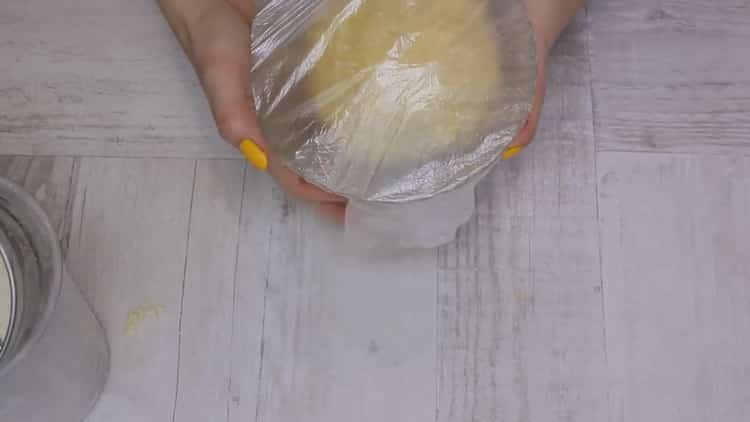 Для приготовления творожного печенья треугольники положите тесто в пакет