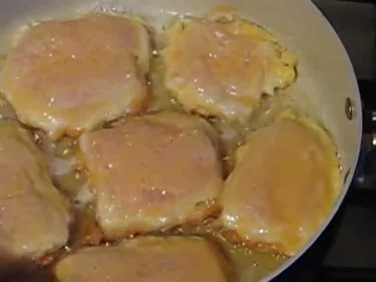 Для приготовления филе из пангасиуса. разогрейте сковородку