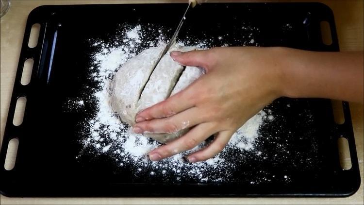 Для приготовления хлеба нарежьте хлеб
