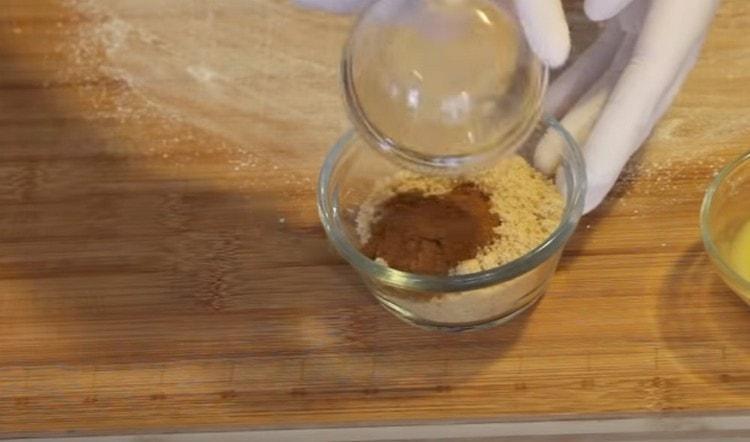 Соединяем корицу с коричневым сахаром.
