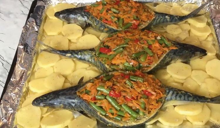 Вкуснейшая фаршированная скумбрия с овощами - праздничный рецепт