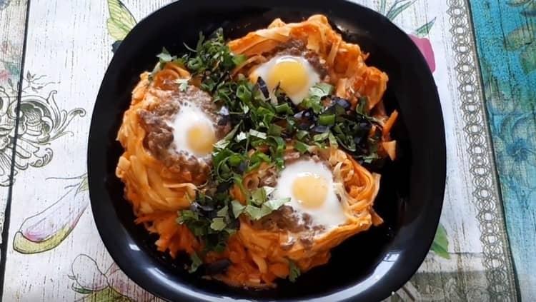 Как видите, макароны гнезда можно превратить в весьма оригинальное блюдо.