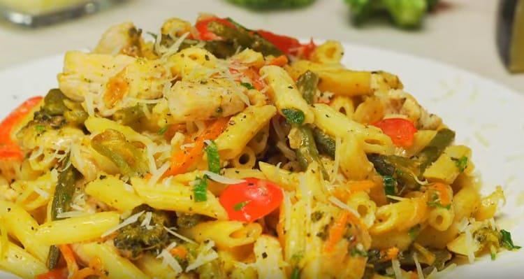 такие макароны с овощами получаются очень сытными и ароматными.
