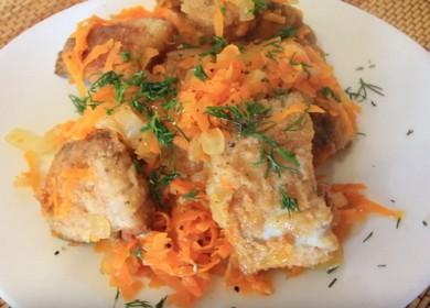 Минтай с луком и морковью, жареный на сковороде — просто и вкусно