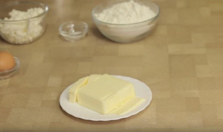 Масло нужно положить в холодильник или даже в морозилку.
