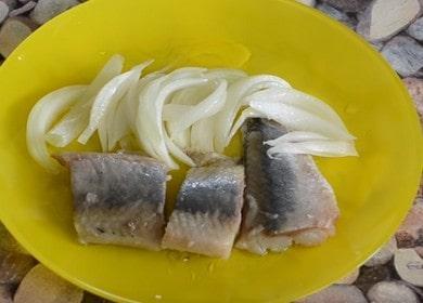 Вкусная соленая сельдь в домашних условиях