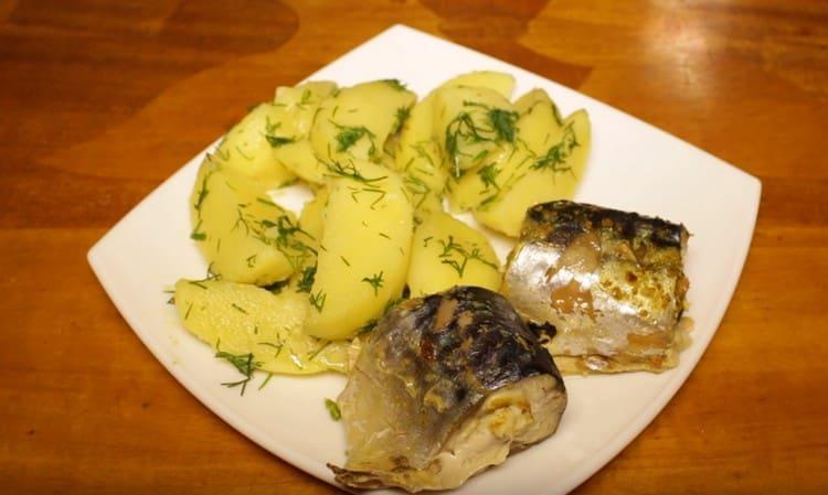 Скумбрия на пару приготовленная с картофелем, это очень вкусное полноценное блюдо.