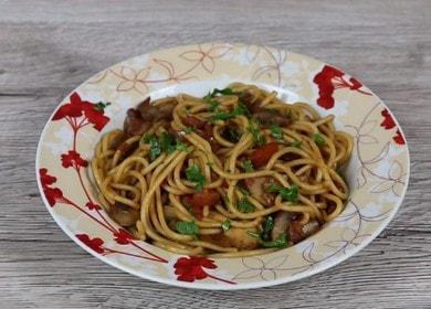 Рецепт ароматного и вкусного спагетти с грибами и соевым соусом