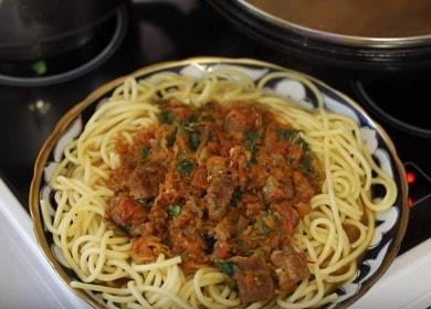 Очень вкусный рецепт спагетти с мясом и овощным соусом
