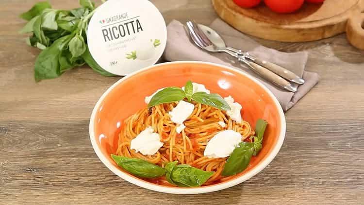 спагетти с томатной пастой готово