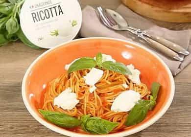 Спагетти с томатной пастой и рикоттой — просто и очень вкусно 🍝