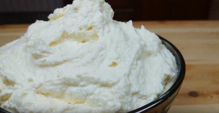 Такой творожный крем для эклеров сделает пирожные просто невероятное вкусными.