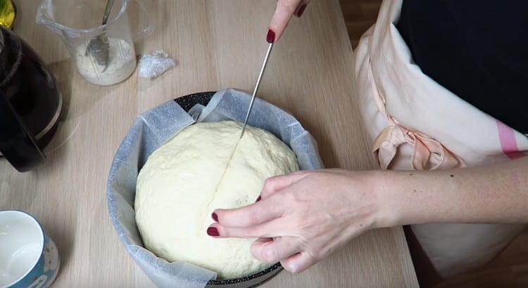 Делаем на заготовке надрезы ножом.