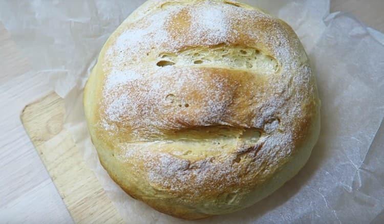 Вот такой аппетитный хлеб можно испечь в духовке на сухих дрожжах.