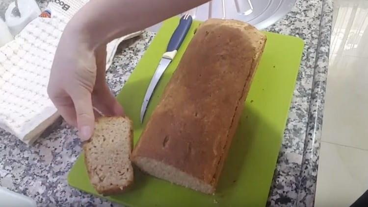 Такой хлеб из цельнозерновой муки получается очень вкусным.