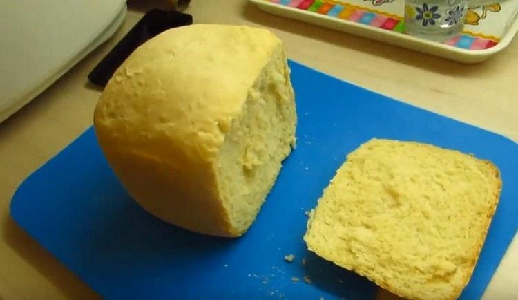 такой хлеб на кефире в хлебопечке получается очень вкусным.