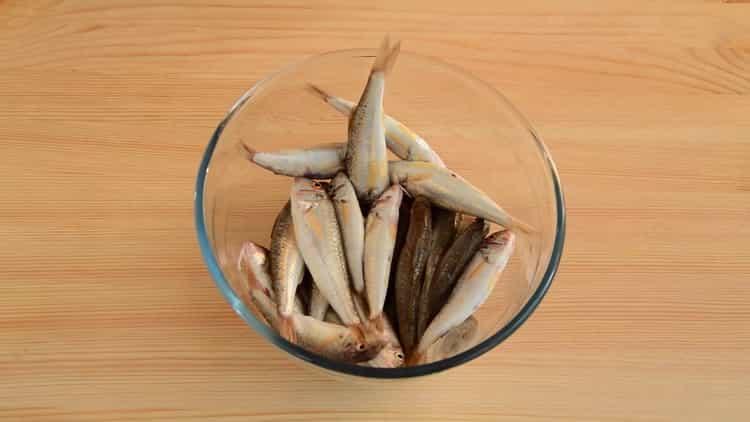 Для приготовления барабульки посолите рыбу