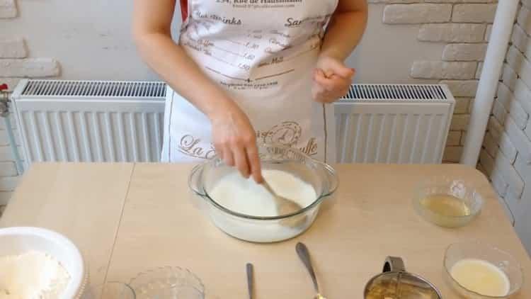 Для приготовления беляшей с фаршем по простому рецепту подготовьте ингредиенты