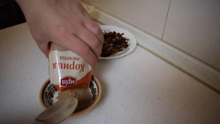 Для приготовления булочек с корицей из слоеного теста приготовьте начинку