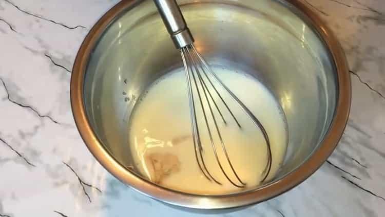 Для приготовления булочек с вареной сгущенкой подготовьте ингредиенты