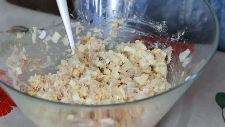 Для приготовления бутерброда с тунцом, подготовьте ингредиенты