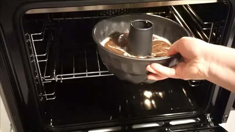 Для приготовления быстрого кекса поставьте выпечку в духовку