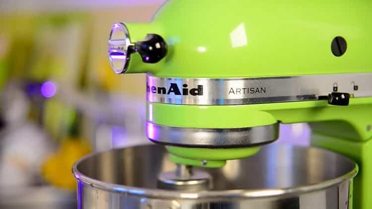 Для приготовления капкейка смешайте ингредиенты для теста