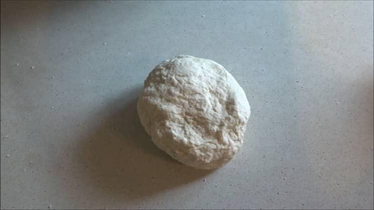 Для приготовления вареников приготовьте ттесто