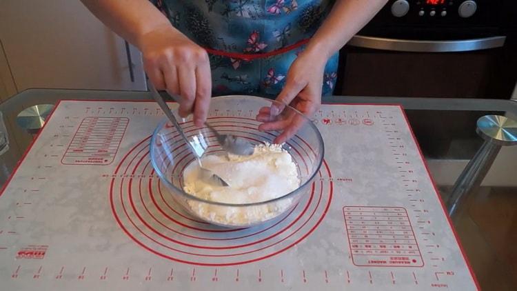 Для приготовления ватрушек подготовьте ингредиенты