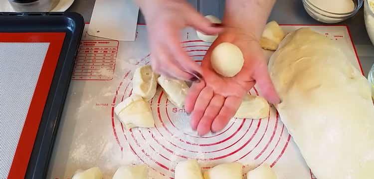 Для приготовления ватрушек с творогом подготовьте тесто