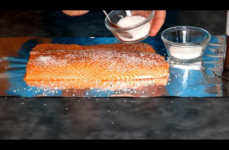 Перед тем как засолить лосось подготовьте специи