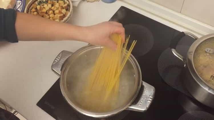 Для приготовления спагетти разогрейте воду