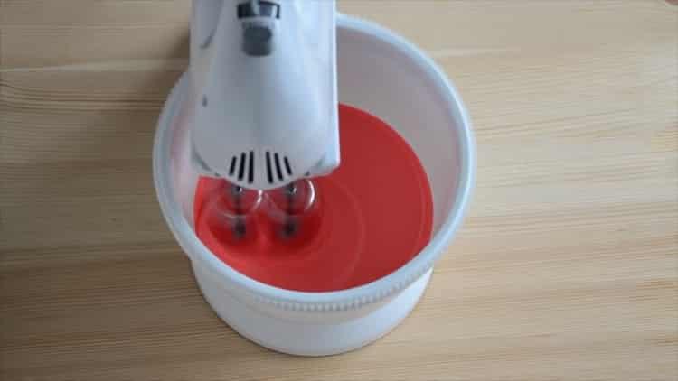 Для приготовления капкейков красный бархат добавьте краситель