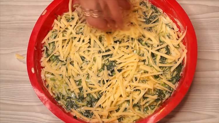 Для приготовления капустной запеканки натрите сыр