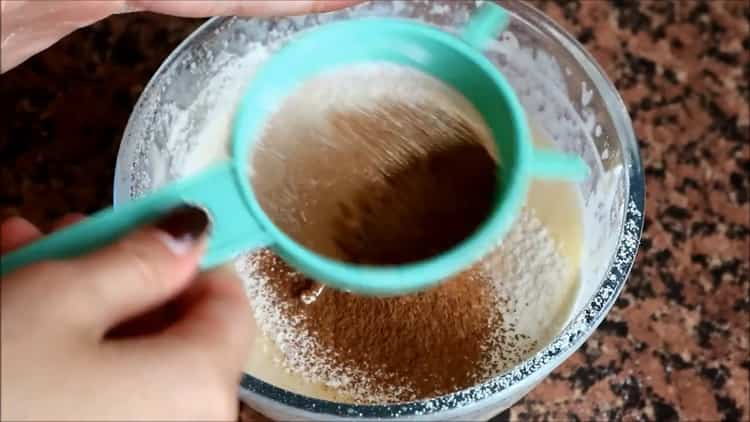 Для приготовления кекса. добавьте какао
