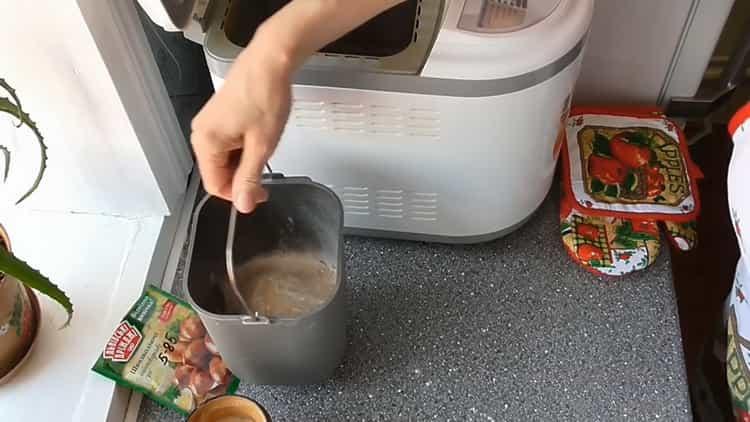 Для приготовления кекса в хлебопечке подготовьте чашу