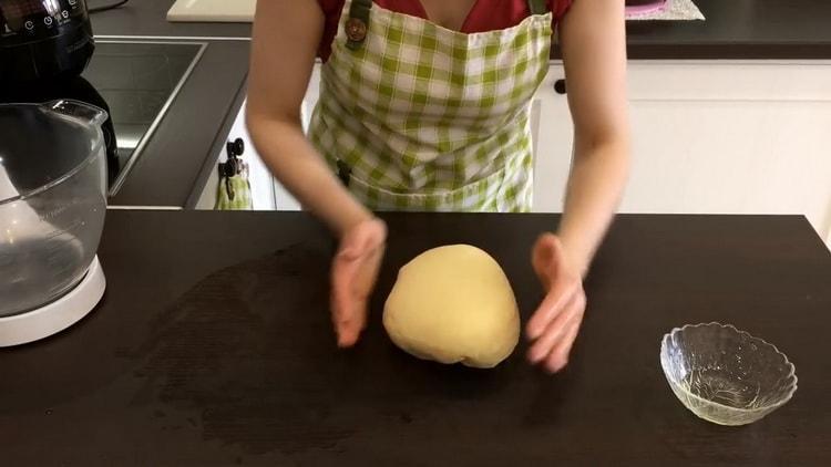 Для приготовления кукурузного хлеба приготовьте тесто