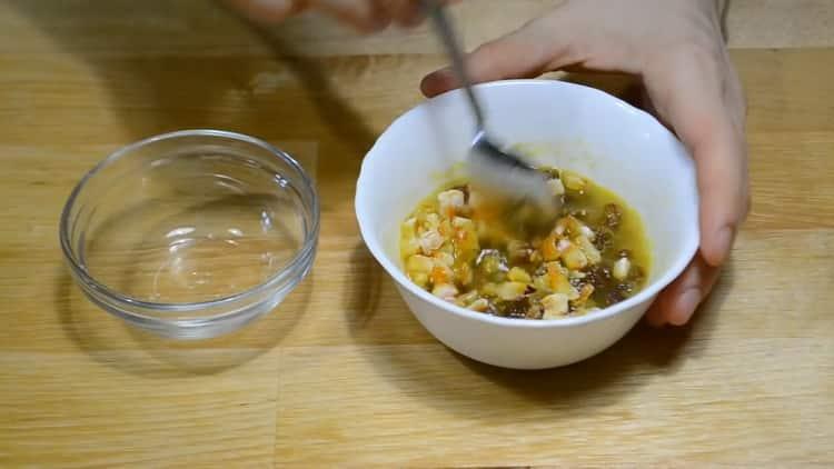 Для приготовления заварного кулича залейте цукаты соком