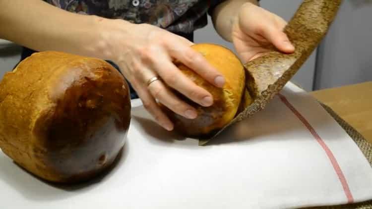 Для приготовления заварного кулича разогрейте духовку