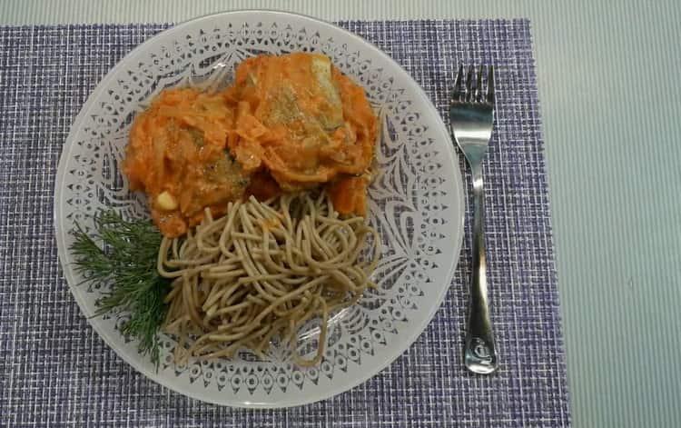 Минтай в сметанном соусе по пошаговому рецепту с фото