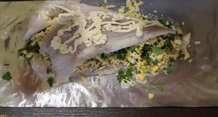 Для приготовления морского языка в духовке, подготовьте майонез
