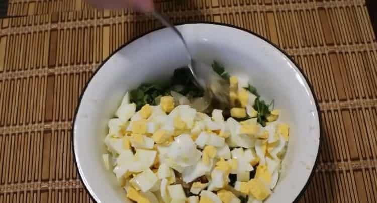 Для приготовления морского языка в духовке, приготовьте начинку