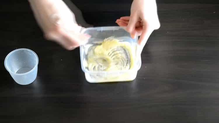 Для приготовления начинки для эклеров смешайте ингредиенты