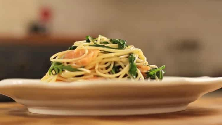 Паста с копченым лососем по пошаговому рецепту с фото