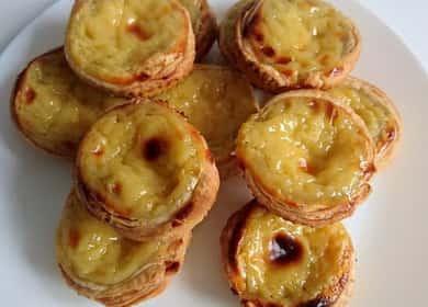 Португальское пирожное из слоеного теста с заварным кремом