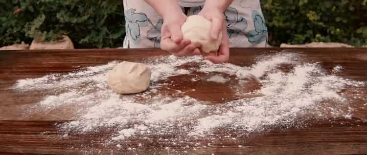 Для приготовления пиццы с креветками подготовьте тесто