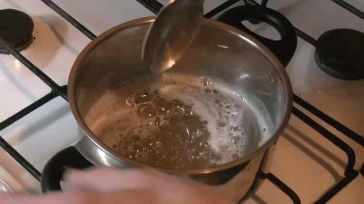 Для приготовления помадки для булочек смешайте ингредиенты